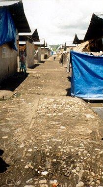 Le camp de réfugiés de Tuapukan en 2000, toujours habité en 2010 (www.etan.org).